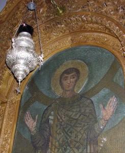 Лампада в базилике Святого Димитрия. Автор фото: Testus (http://commons.wikimedia.org/wiki/User:Testus)