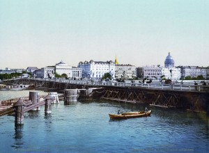 800px-SPB_Palace_Bridges_and_Admiralty_quay_1890-1900