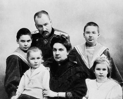 Евгений Сергеевич Боткин с семьёй
