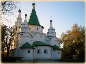 Храм Троицы Живоначальной в селе Троицкое-Голенищево