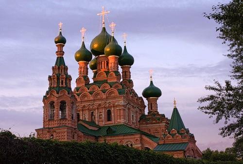 поможет картина с видом на останкинский живоначальной троицы храм называется прямоугольным, если