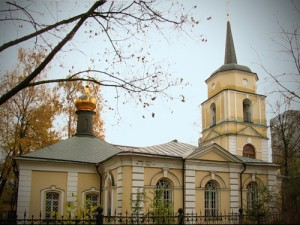 cerkov_pokrova_presvjatoj_bogorodicy_v_pokrovskom-streshneve