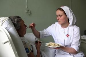 Добровольцы в больницы к одиноким людям