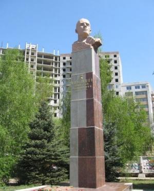 Памятник генералу Карбышеву в самаре