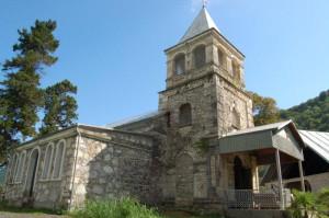 Храм святителя Иоанна Златоуста в поселке Каманы (Абхазия)