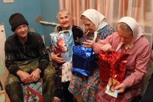 Рождественские подарки для одиноких бабушек и дедушек