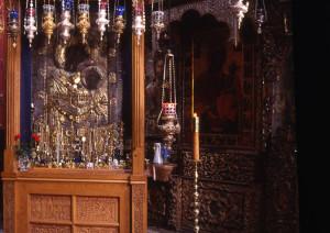 Неугасимая лампада перед Иверской иконой Богородицы