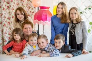 Новый дом для большой приемной семьи