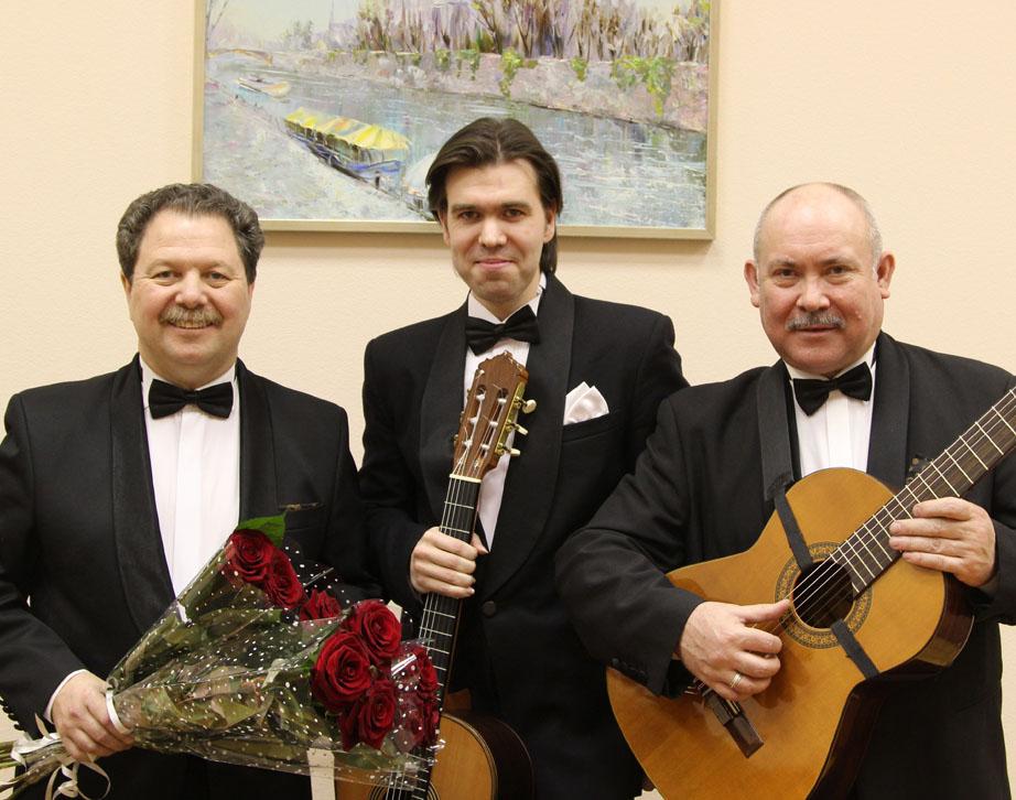 русские студенты устроили трио