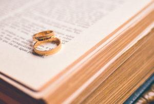 Почему женатые православные священники не носят обручальных колец?