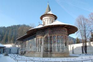 Росписи изнутри и снаружи. Древние храмы Румынии