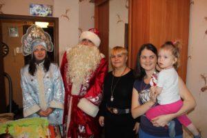 Рождественские подарки для отказных детей и малоимущих семей.