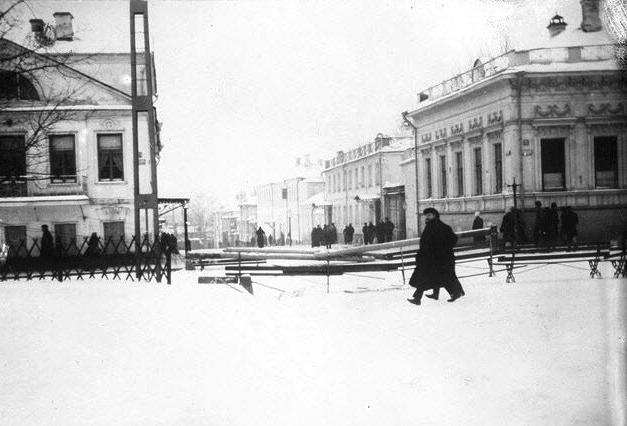 Баррикады на Новинском бульваре у Большого Девятинского переулка