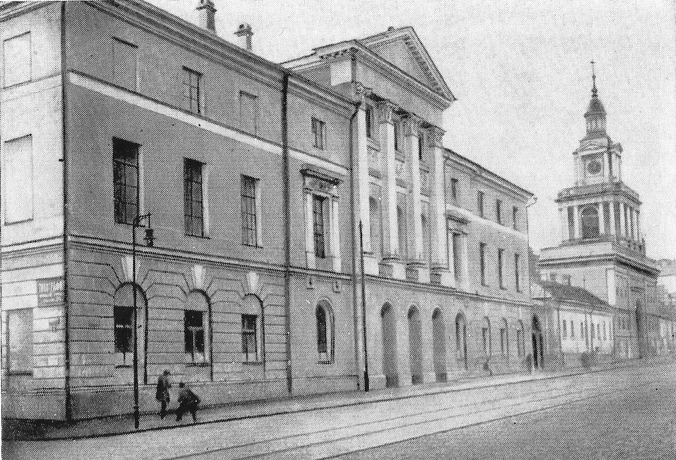 Дом Орлова и колокольня Никитского монастыря
