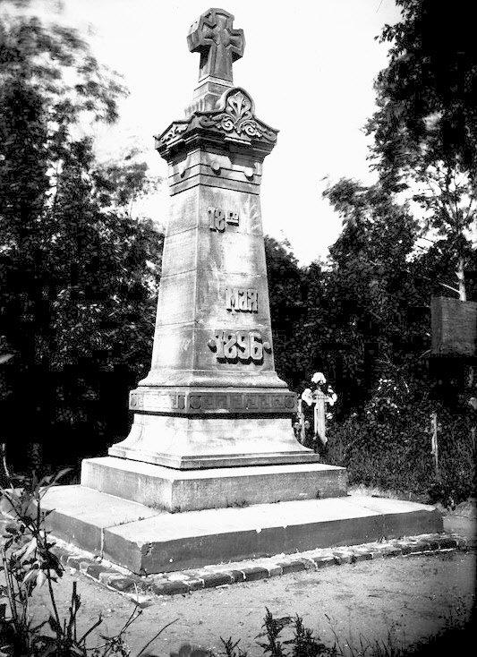 Памятник на могиле жертв Ходынской катастрофы