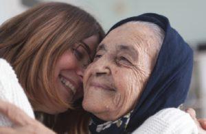 Помощь людям с болезнью Альцгеймера и их семьям