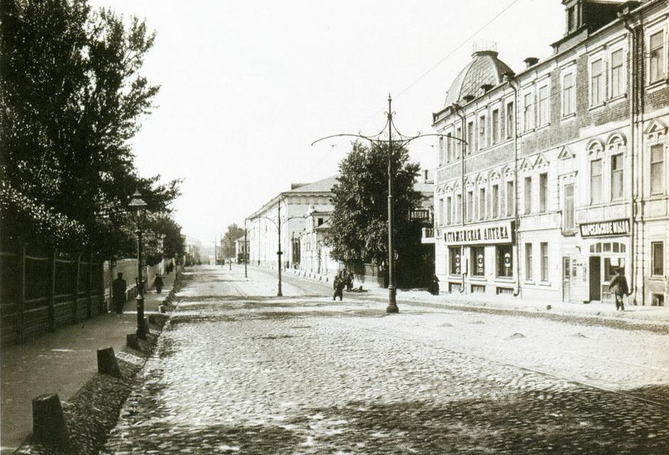 Остоженка. Вид в сторону Крымской площади