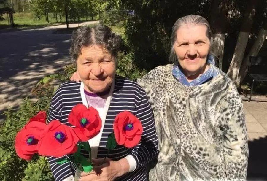 Что подарить пожилым людям на день пожилого человека