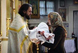 Крестный ход во время таинства крещения