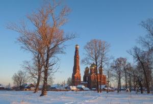 Красная церковь в Тезине