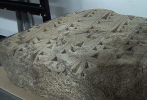 Плита с надписью библейского царя Дария, найденная на Кубани