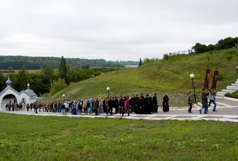 Крестный ход в Холковский монастырь