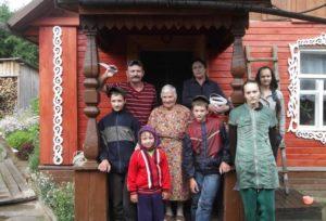 Деревенский дом для одинокого папы и восьми детей