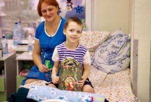 Новогодние подарки в московские детские больницы