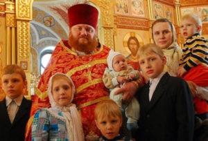 Почему православные священники могут иметь семью, а католические- нет?