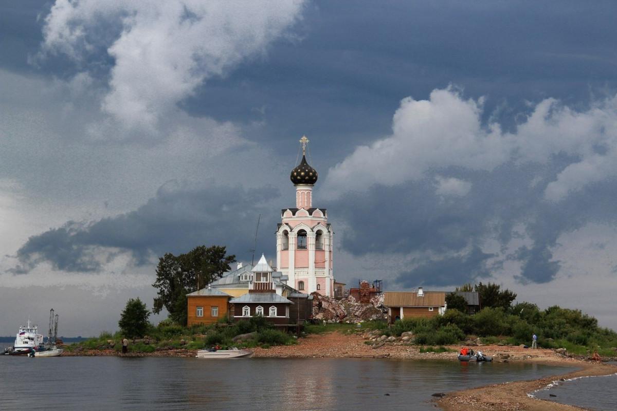 Кубенское озеро, Спасо-Каменный монастырь